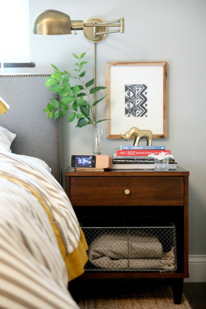 1-5-beautiful-stylish-nightstand-bedside-table-decor-flowers-books-vase-clock-picture-artwork-golden-rhino-in-bedroom-interior-design