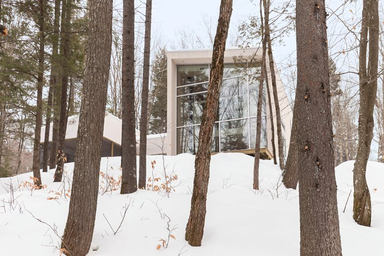 1-contemporary-minimalist-white-house-in-the-wood-winter-forest-Canada-two-floor-terrace-panoramic-windows