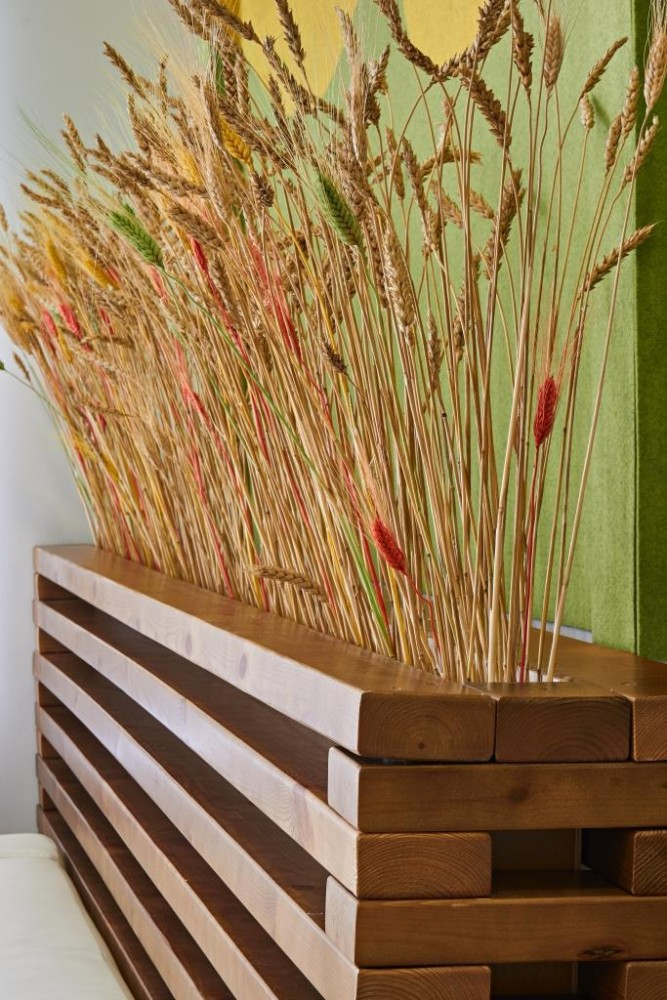 10-wheat-heads-in-a-wooden-plant-holder-container-multicolor-felt-wall-covering-eco-style-office-decor-of-agricultural-company