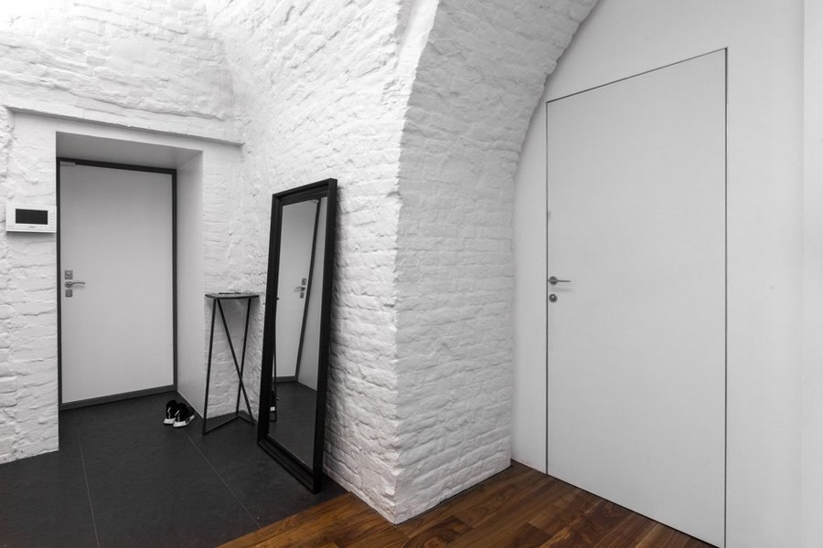 12-minimalist-style-ascetic-interior-painted-white-walls-brick-masonry-arched-ceiling-hallway-corridor-slate-floor-tiles-mudroom-entrance-hall-hallway-full-length-mirror-key-table