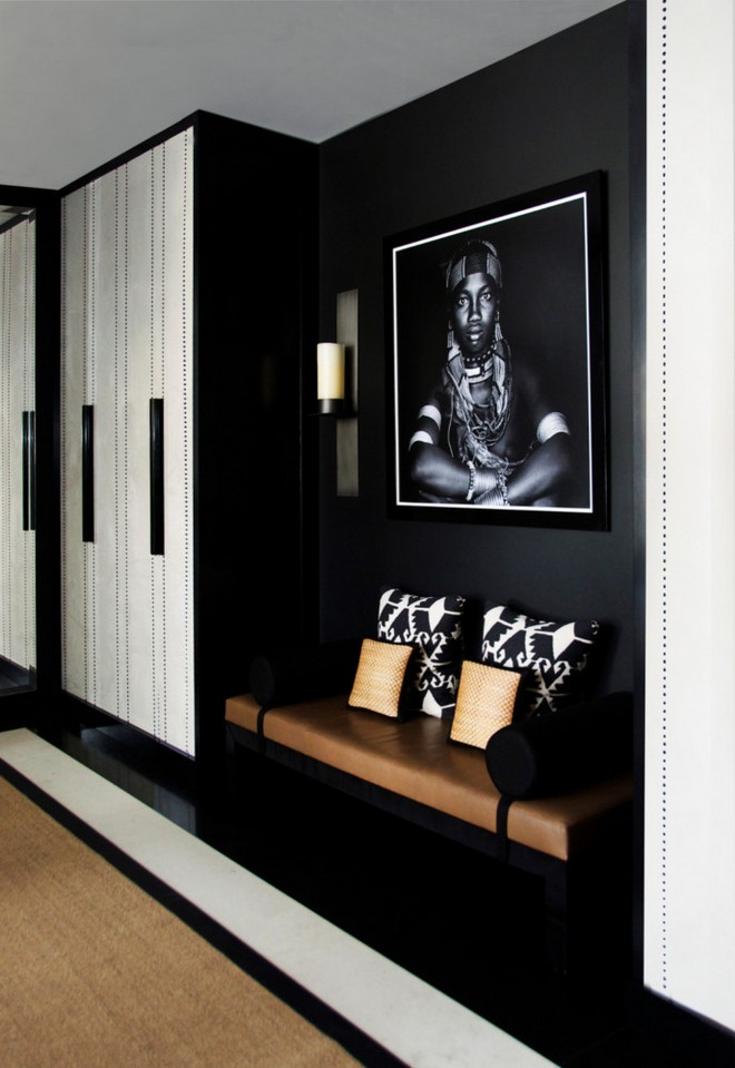 17-black-walls-black-walled-room-in-interior-design-entrance-hall-hallway-corridor-black-and-white-photo-closet-bench