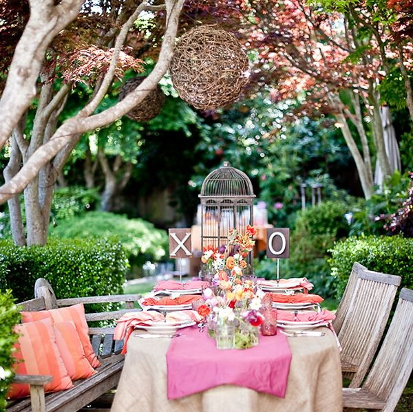 2-1-outdoor-wedding-in-the-garden-decoration-ideas-beautiful-decor-vintage-style-wooden-furniture-table-chairs-flowers-cage