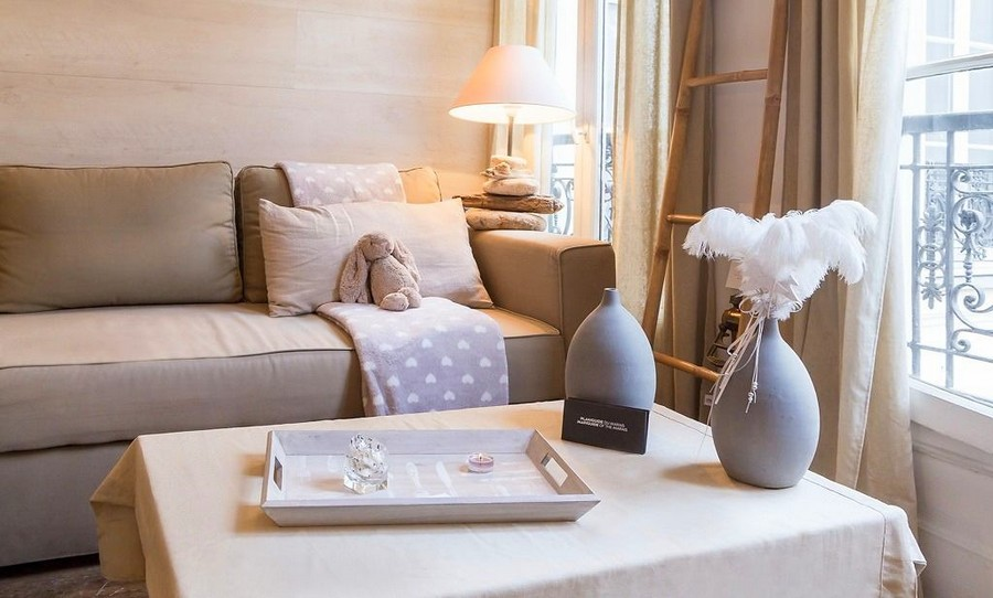 2-1-white-walls-beige-gray-caramel-brown-interior-design-in-French-style-Paris-light-blue-pastel-living-room-lounge-sofa-coffee-table-tray-lamp-decor-flower-vase-ladder