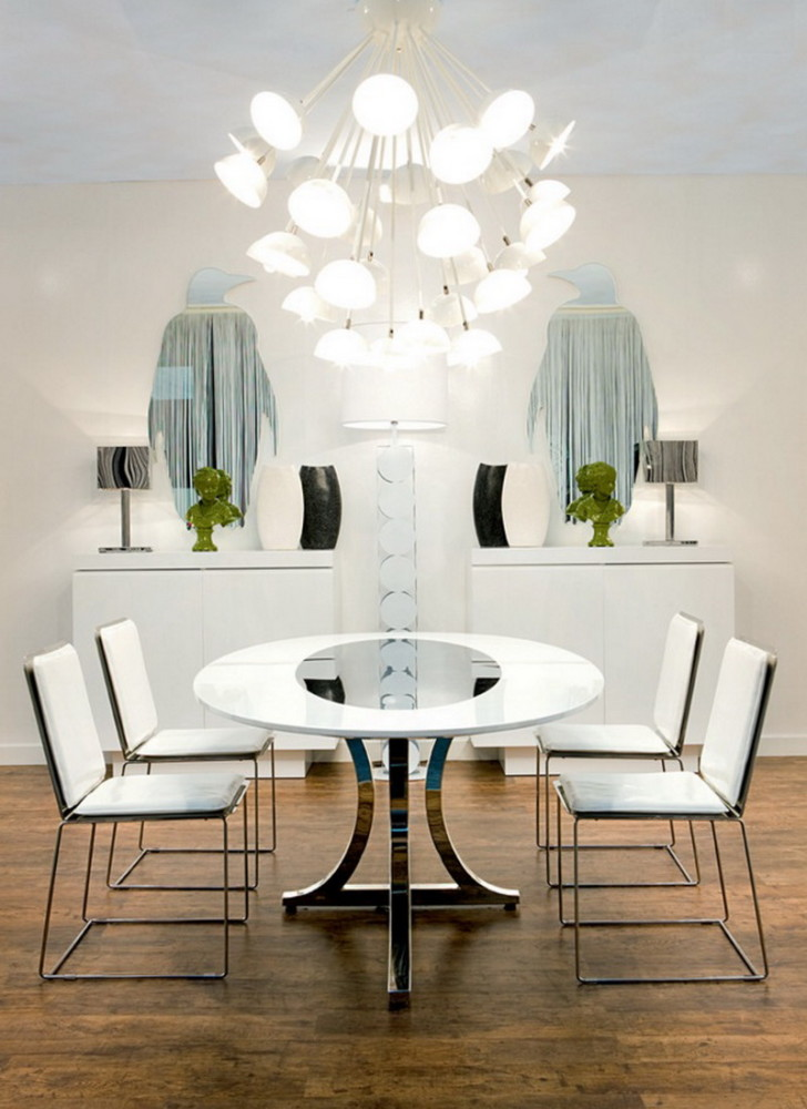 2-2-symmetrical-decor-symmetry-in-interior-design-dining-room-console-tables-white-walls-penguin-shaped-mirrors-oval-table-chairs-mirrored-top