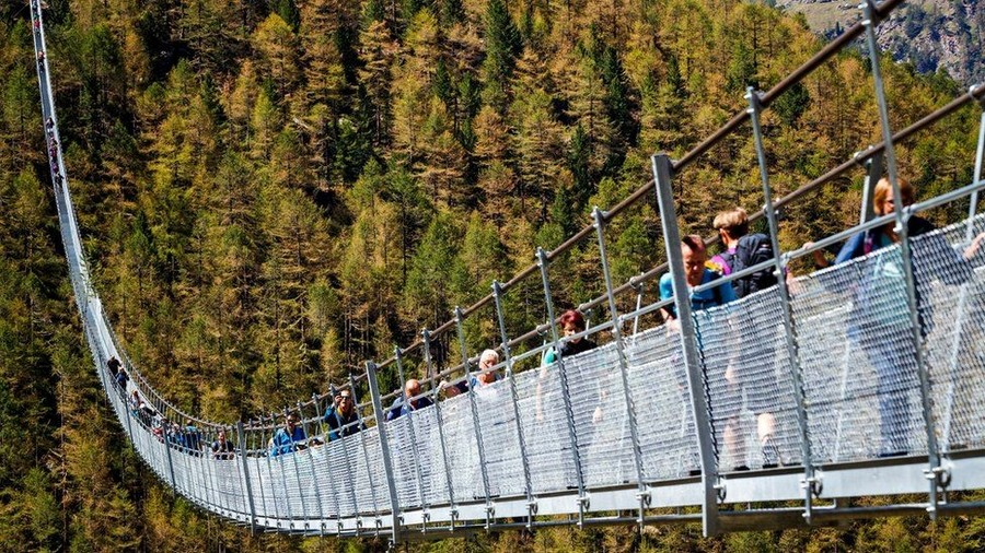 2-The-World's-Longest-Pedestrian-Only-Suspension-Bridge-Opened-in-Switzerland-Europabruecke-in-the-Alps-abyss
