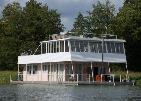 2-float-house-sailing-house-houseboat-exterior-design