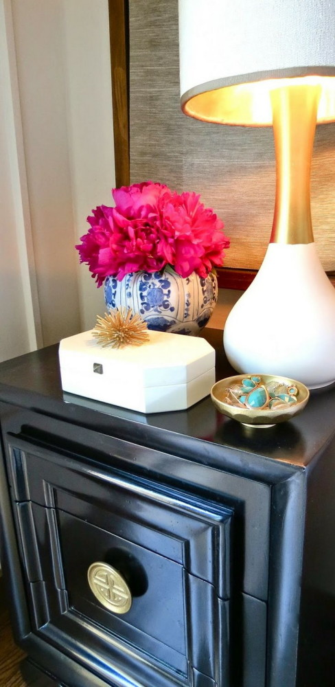 3-5-beautiful-stylish-nightstand-bedside-table-decor-flowers-books-vase-jewelry-box-bowl-in-bedroom-interior-design