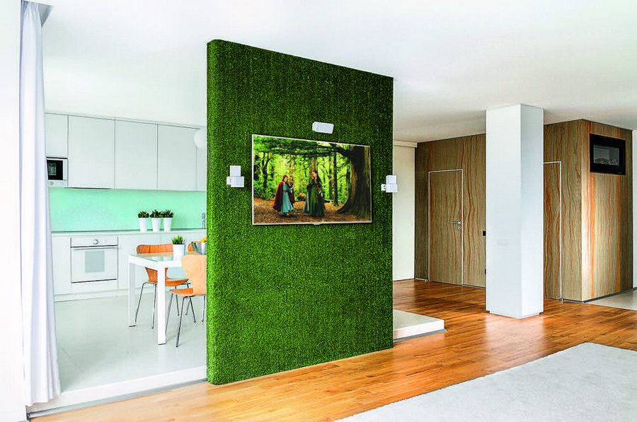 3-open-plan-living-room-kitchen-plasterboard-partition-room-divider-faux-vertical-wall-roll-turf-grass-lawn-covering-TV-set-holder-white-cabinets-blue-backsplash-minimalist-style
