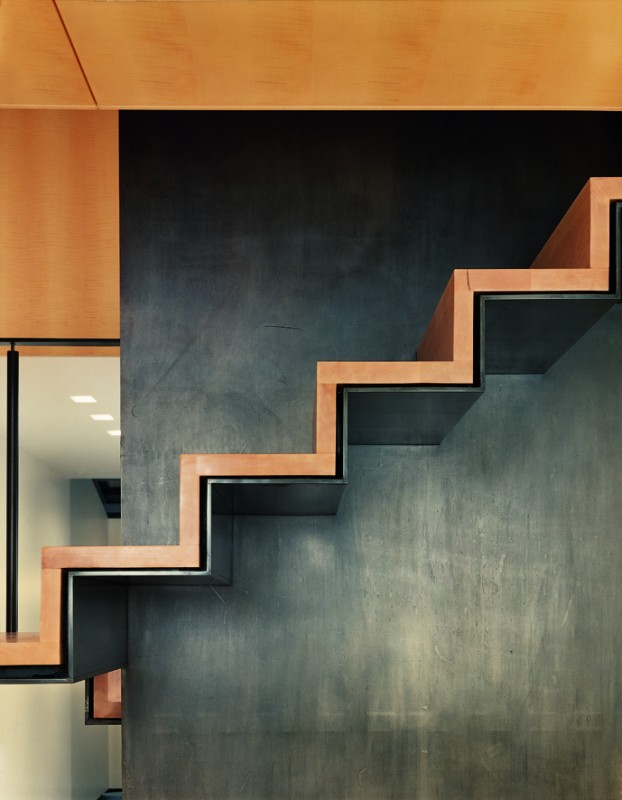 4-1-minimalism-minimalist-style-interior-design-decor-gray-walls-staircase-wooden-stairs-wall-mounted