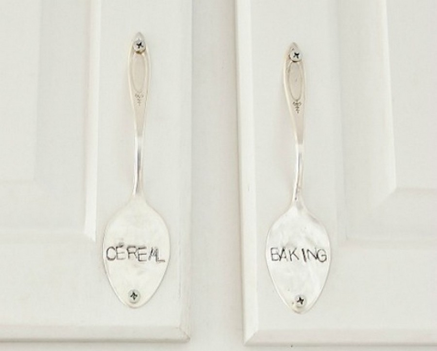 4-DIY-ideas-re-used-silver-spoon-handles-for-kitchen-cabinets-with-engraving-cereal-baking-labels