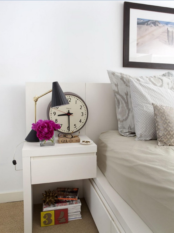 5-0-beautiful-stylish-nightstand-bedside-table-decor-flowers-books-vase-glasses-big-clock-in-bedroom-interior-design