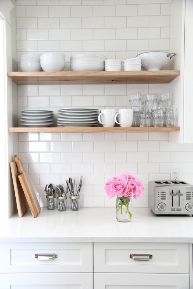 5-2-minimalism-minimalist-style-interior-design-decor-white-walls-brick-tiles-kitchen-backsplash-toaster-utensils-cutlery-cutting-boards-open-shelves-racks-tableware-cups-plates-dishes-pink-flowers