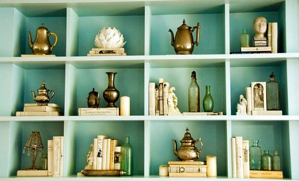 5-5-shelves-decoration-of-bookshelves-decor-ideas-accessories-figurines-posters-souvenirs-turquoise-blue-background