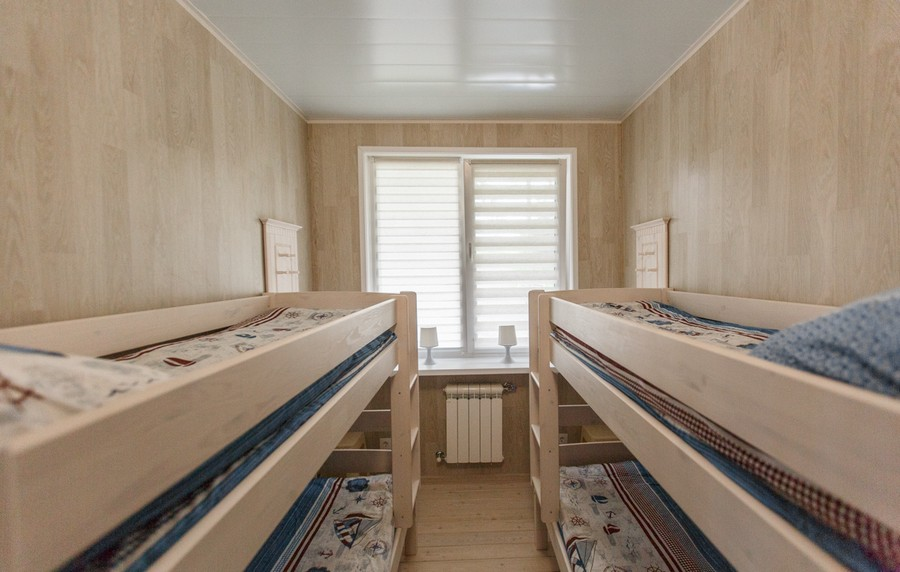 6-houseboat-float-house-interior-design-in-nautical-style-light-laminate-walls-larch-wood-floor-light-blue-accents-narrow-elongated-room-light-wooden-bunk-beds