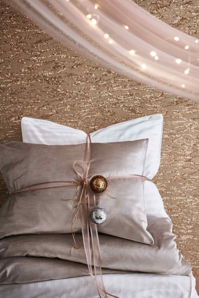 1-1-new-Christmas-2017-collection-of-home-decor-interior-design-by-H&M-Home-pastel-bedroom-decoration-beige-pillows-balls-curtains-lights
