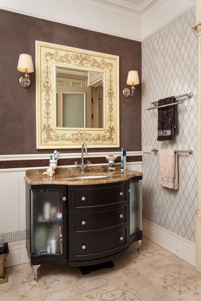 12-1-classical-elegant-English-style-interior-design-bathroom-beige-brown-black-diamond-shaped-wall-tiles-vanity-unit-stone-countertop-mirror-wall-lamps-sconces-towel-holders