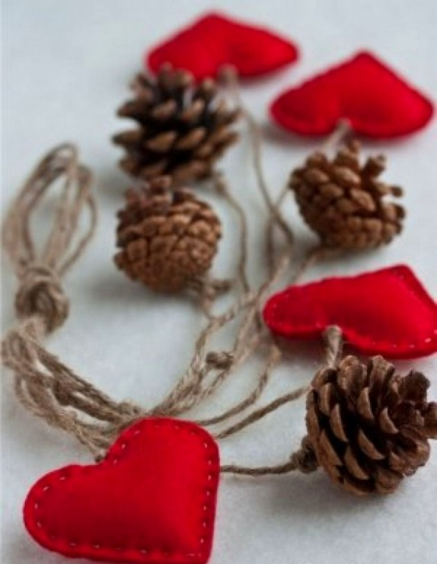12-pinecones-pine-fir-spruce-cones-home-decor-Christmas-decoration-ideas-eco-style-felt-hearts