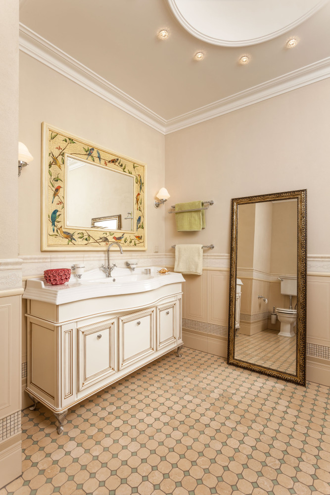 13-1-classical-elegant-English-style-interior-design-bathroom-wall-panelling-light-beige-yellow-brown-vanity-unit-full-length-mirror-birds