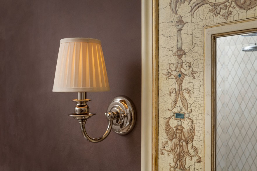 2-2-classical-elegant-English-style-decor-in-interior-design-wall-lamp-sconce-mirror-frame-tiles