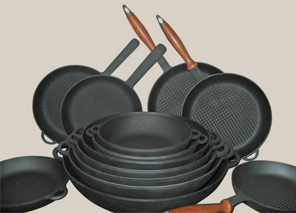 3-cast-iron-pans-pots-tableware-kitchenware