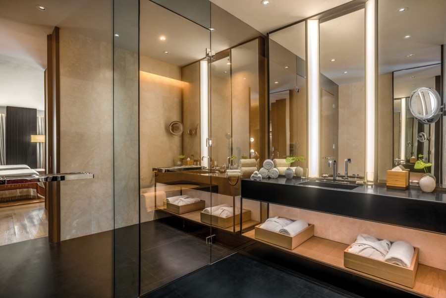 4-1-Bvlgari-hotel-beijing-luxurious-interior-design-China-bathroom-exit-mirror-wall-sink-black-countertop-towels