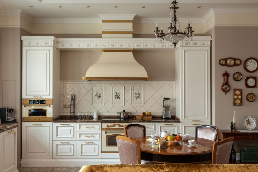 4-1-classical-elegant-English-style-interior-design-kitchen-dining-room-white-cabinets-cooker-hood-backsplash-tiles-round-table-beige-walls