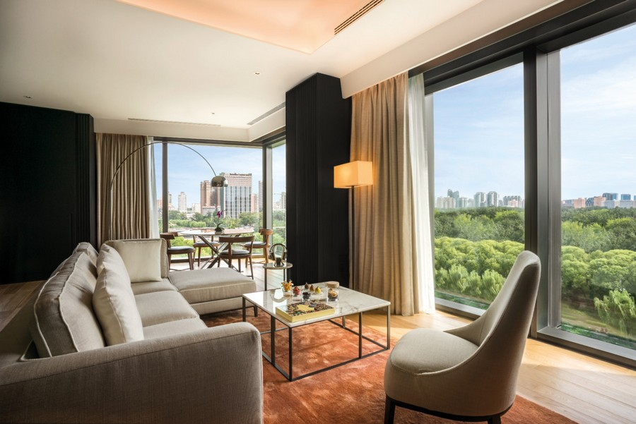 5-2-Bvlgari-hotel-beijing-luxurious-interior-design-China-premium-room-lounge-zone-living-room-panoramic-widnows-coffee-table-sofas-arm-chair