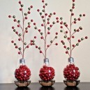 8-old-light-bulbs-recycling-reuse-ideas-DIY-handmade-Christmas-decorations-red-garland-trees-wire-beads-home-decor