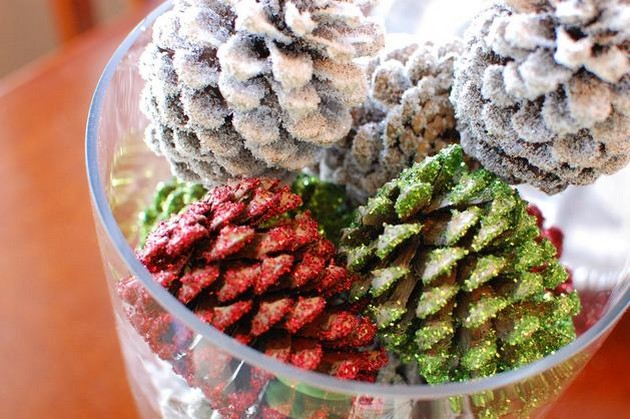 9-2-painted-pinecones-pine-fir-spruce-cones-home-decor-Christmas-decoration-ideas-eco-style-red-green-silver-white-glitter