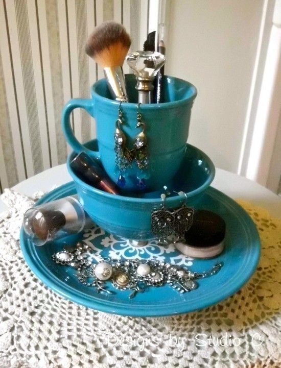 10-neat-tidy-makeup-beauty-products-storage-ideas-organizer-old-tea-cup-saucer-reuse-recycling-set