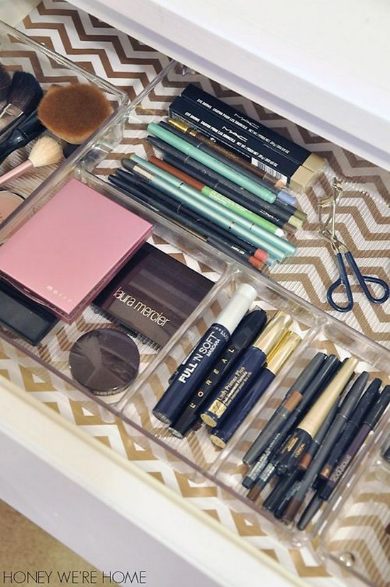11-neat-tidy-makeup-beauty-products-storage-ideas-organizer-drawer-interior-divider-geometrical-wrapping-paper-on-bottom