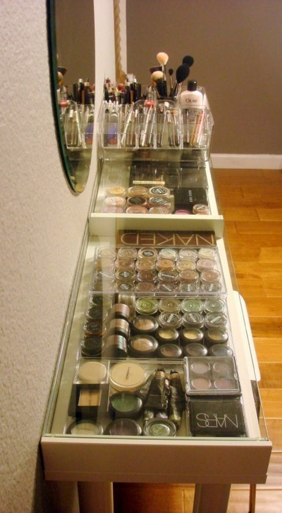 3-neat-tidy-makeup-beauty-products-storage-ideas-organizer-transparent-glass-console-table-top