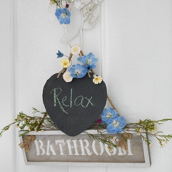 5-vintage-retro-style-bathroom-interior-door-decoration-decor-chalkboard-note-pad-relax-bathroom-sign-flowers