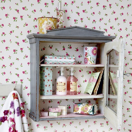 7-vintage-retro-style-bathroom-interior-floral-wallpaper-pink-white-red-gray-aged-wall-cabinet-shelves-soap-dispensers-cups-towel-rack