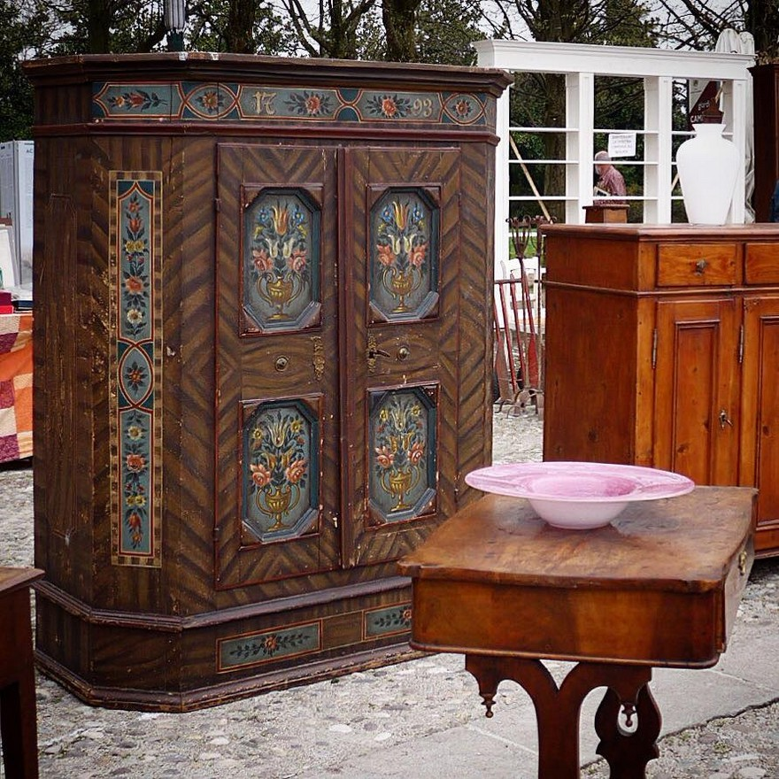 3-3-European-Italian-flea-market-photo-items-sale-antiquities-antique-furniture-cupboard-dark-wood-wardrobe-with-carved-painted-doors