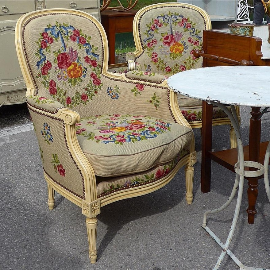 3-4-European-Italian-flea-market-photo-items-sale-antiquities-antique-furniture-arm-chair-with-embroidery