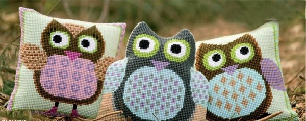 00-cross-stitch-pattern-in-interior-design-couch-decorative-pillow-owl