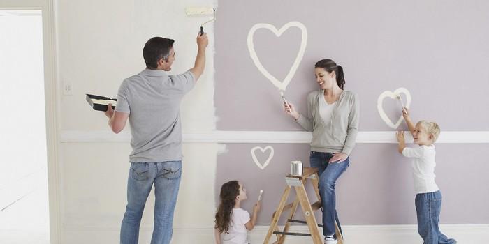 00-family-making-renovation-painting-walls