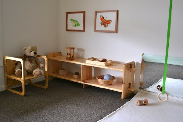 1-0-maria-monterssori-toddler-room-low-shelves-floor-bed-low-mirror