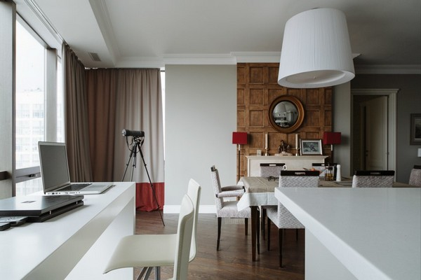 1-English-interior-style-dining-room-fireplace-white-walls-wooden-walls-white-lamp-white-bar-stool (2)