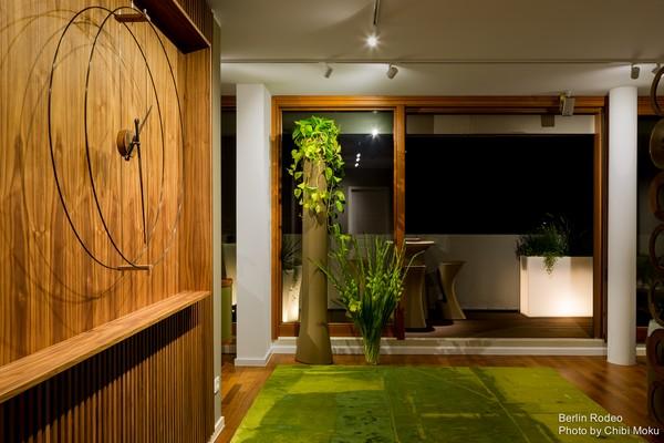 1-bachelor-pad-interior-modern-style-entrance-hall-terrace-exit-walnut-wall-big-designer-clock