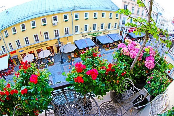 1-beautiful-balcony-forged-lattice-furniture-table-chairs-blooming-flowers
