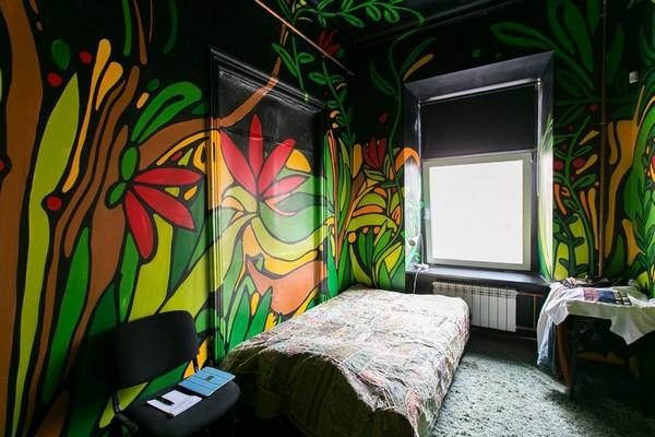1-creative-interior-design-artist's-apartment-studio-artworks-paintings-on-the-walls