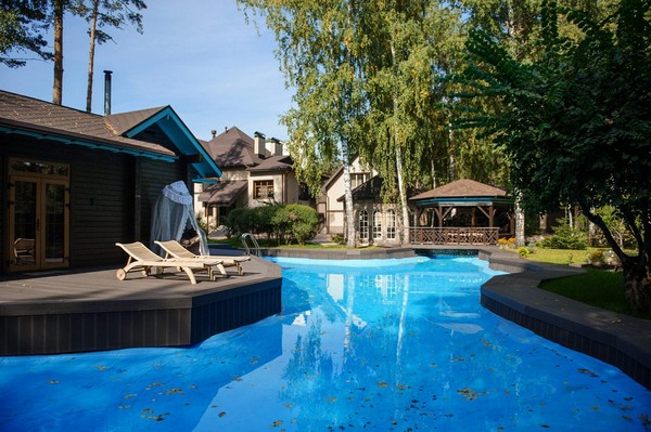 1-outdoor-territory-swimming-pool-garden-gazebos-chaise-lounges-wooden-sauna-chocolate-color-wood-turquoise
