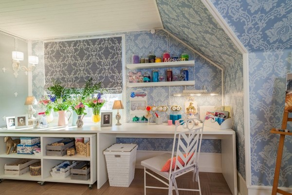 10-1-provence-gustavian-style-work-room-workshop-grayish-blue-walls-white-wooden-ceiling-wall-decor-desk-forged-chair-roman-blinds-open-wiring