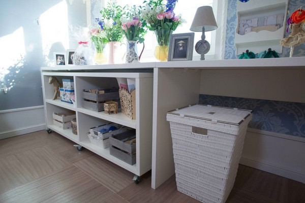 10-2-provence-gustavian-style-work-room-workshop-grayish-blue-walls-white-wooden-ceiling-wall-decor-weaved-basket-wheeled-cabinet-desk