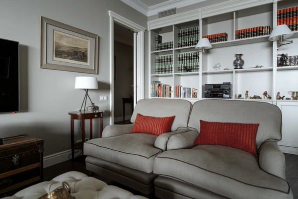10-English-interior-style-living-room-white-sofas-couch-pillows-book-shelves-lamps (2)
