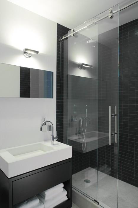 10-glass-sliding-doors-in-bathroom-interior-design