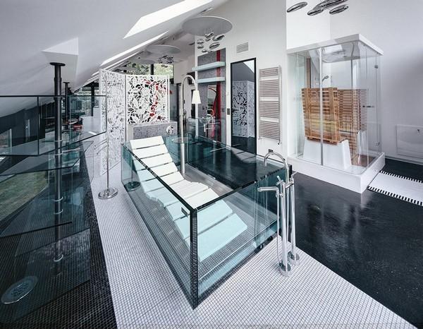 10-unusual-glass-house-panoramic-windows-open-plan-concept-bathroom-hoersch-glass-bath-chasing-lounge-in-bathroom-unusual-designer-shower-floor-standard-lamp-white-folding-screen