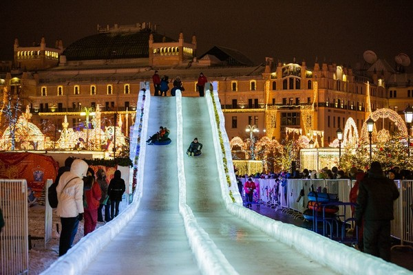 11-2-moscow-christmas-lights-festival-2016-2017-new-year-city-illumination-light-installations-ice-sledge